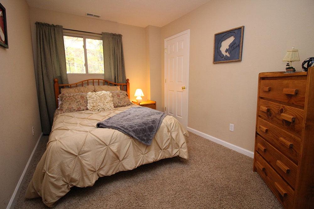 Norris Lake Villas | Norris Lake Cabin Rentals | Rustic Heaven Lakeside Cabin Bedroom