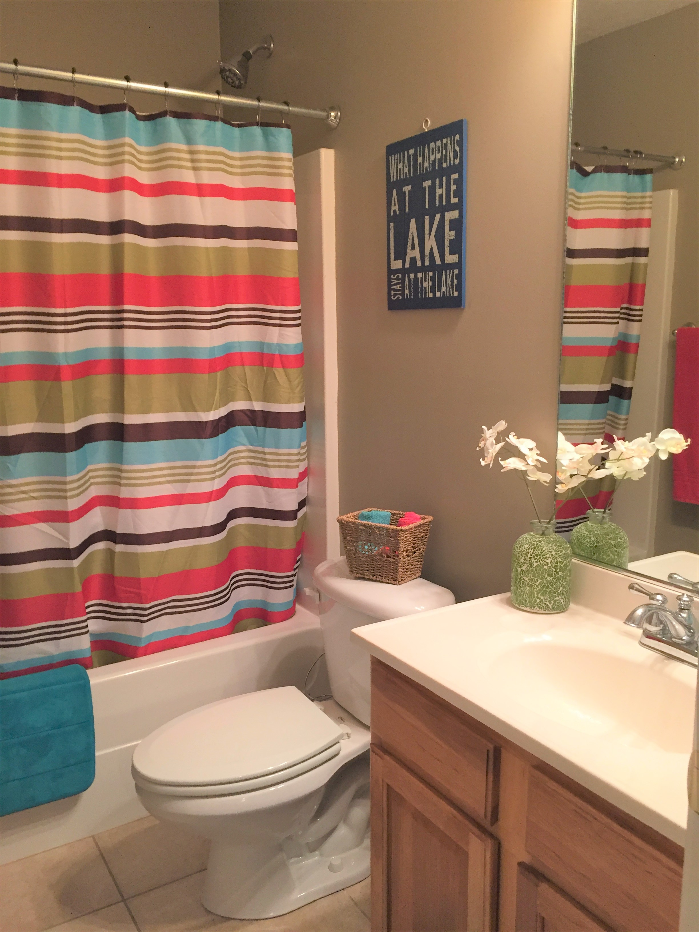 Norris Lake Cabin Rentals | Lakeside Estates Condo Cabin Common Bathroom | Norris Lake Villas