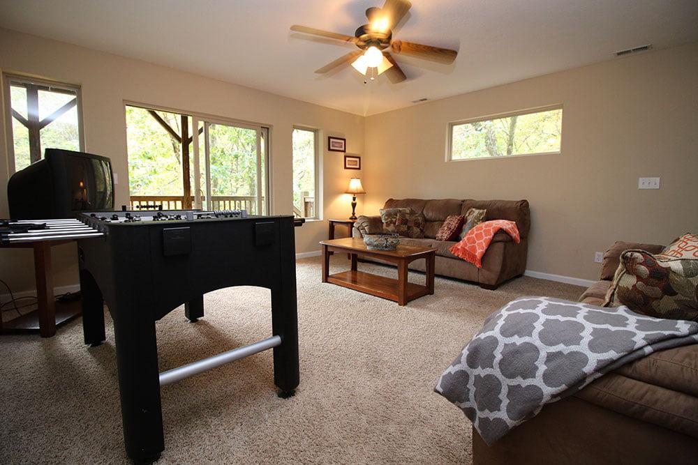 Norris Lake Villas | Norris Lake Cabin Rentals | Rustic Heaven Lakeside Cabin Entertainment Room