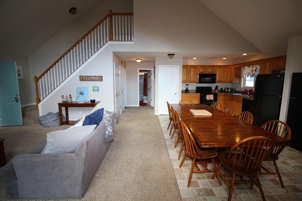 Norris Lake Villas | Norris Lake Cabin Rentals | Rustic Heaven Lakeside Cabin Great Room
