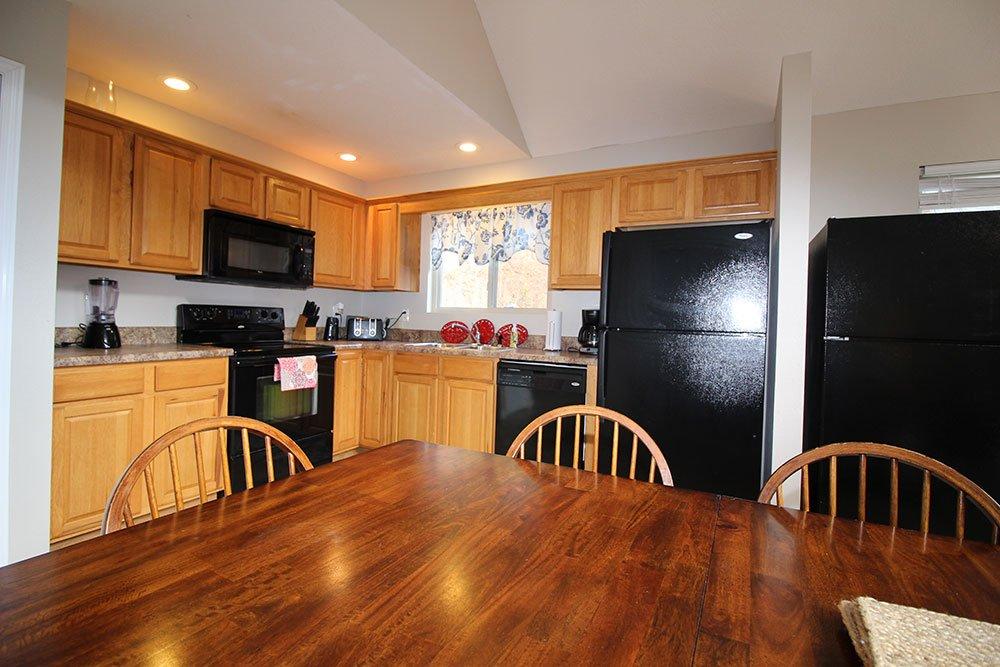 Norris Lake Villas | Norris Lake Cabin Rentals | Rustic Heaven Lakeside Cabin Kitchen