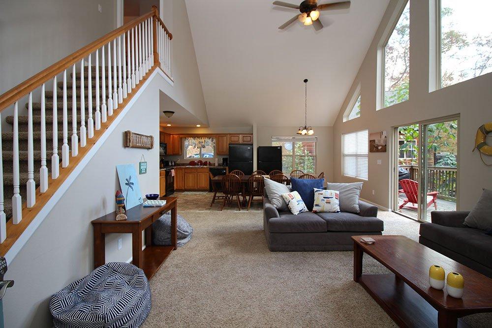Norris Lake Villas | Norris Lake Cabin Rentals | Rustic Heaven Lakeside Cabin Living Room