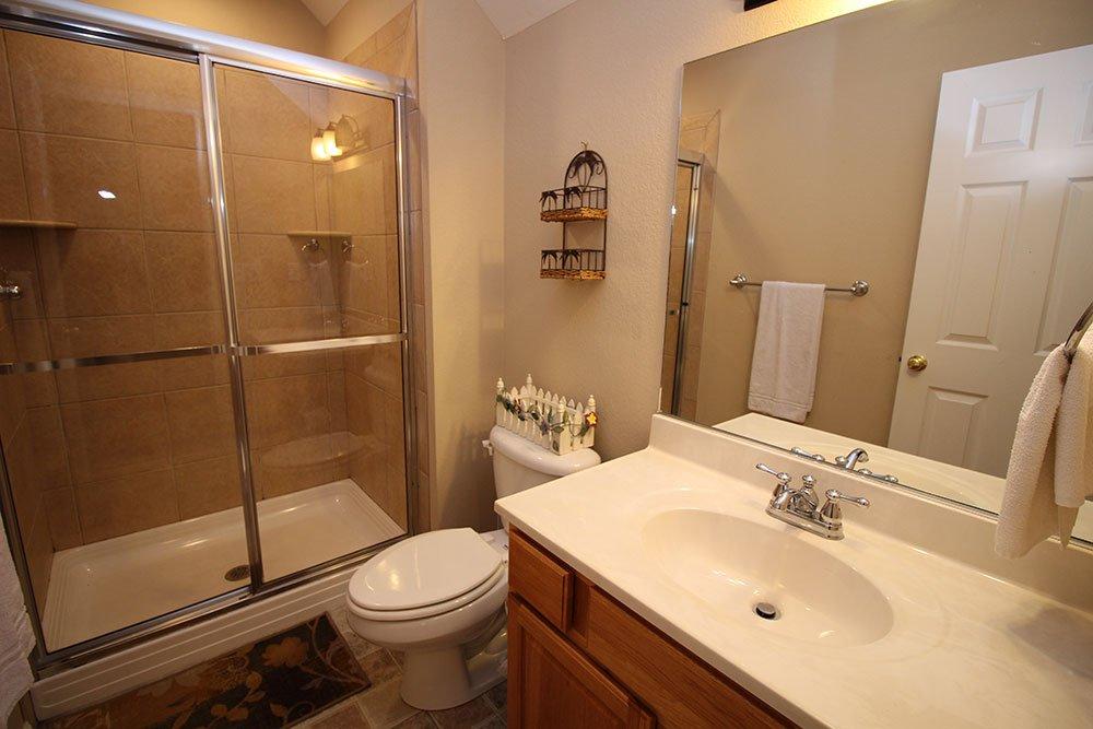 Norris Lake Villas | Norris Lake Cabin Rentals | Rustic Heaven Lakeside Cabin Bathroom