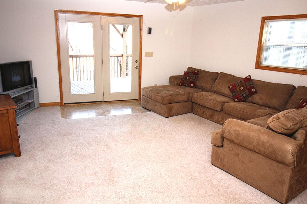 Norris Lake Cabin Rentals | Harmony Hill Lakeside Cabin Living Room | Norris Lake Villas
