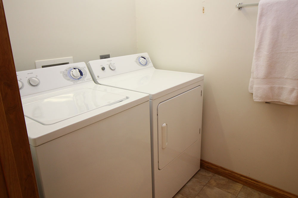 Norris Lake Cabin Rentals | Harmony Hill Lakeside Cabin Laundry Room | Norris Lake Villas
