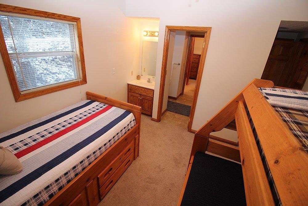 Norris Lake Cabin Rentals | Harmony Hill Lakeside Cabin Bedroom | Norris Lake Villas