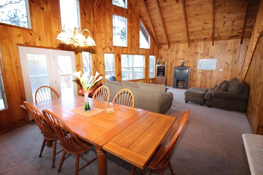 Norris Lake Cabin Rentals | Harmony Hill Lakeside Cabin Great Room | Norris Lake Villas