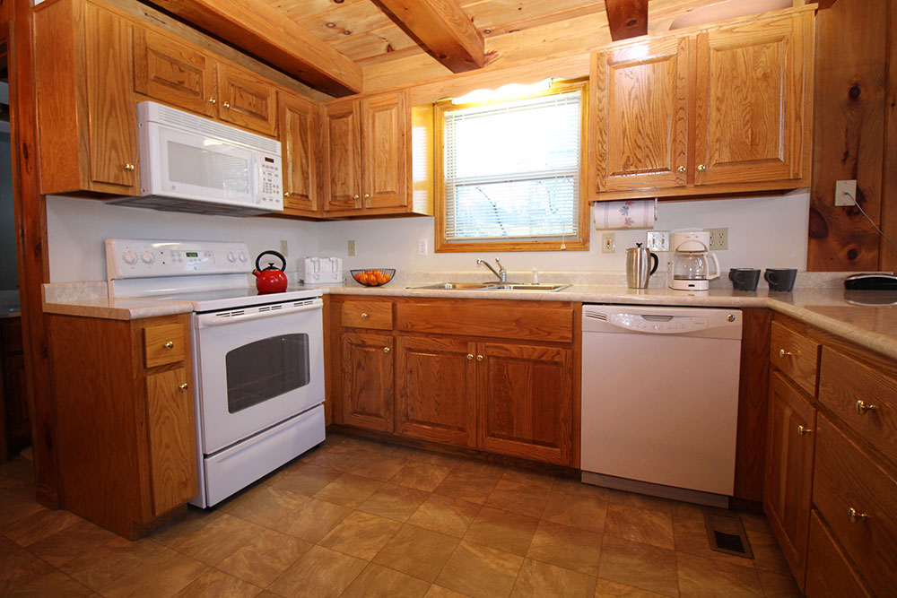Norris Lake Cabin Rentals | Harmony Hill Lakeside Cabin Kitchen | Norris Lake Villas