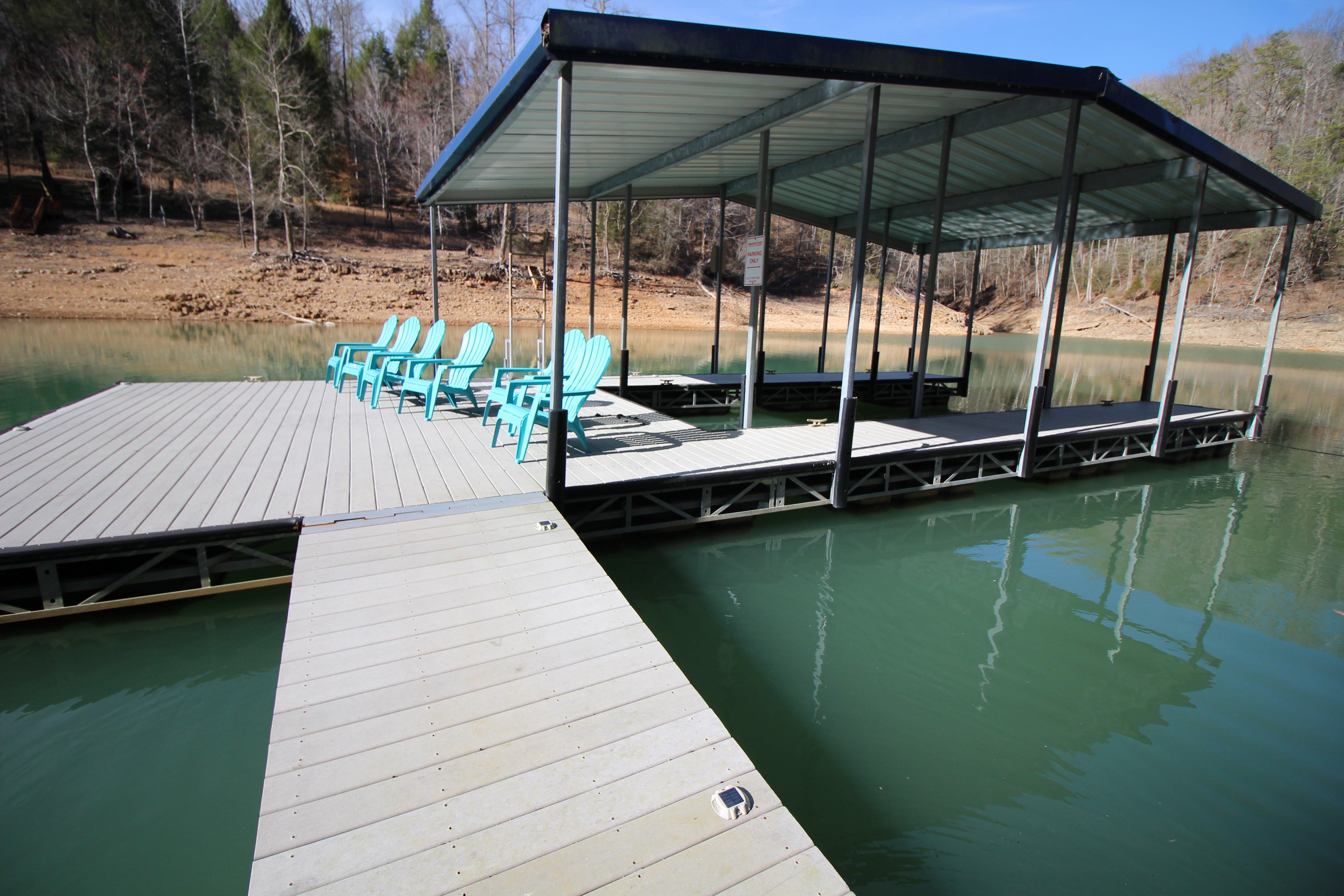 Norris Lake Villas | Norris Lake Cabin Rentals | Jolly Mon Lakeside Cabin Deck