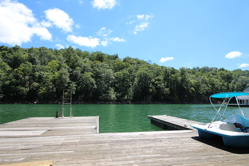Norris Lake Cabin Rentals | Harmony Hill Lakeside Cabin Dock | Norris Lake Villas