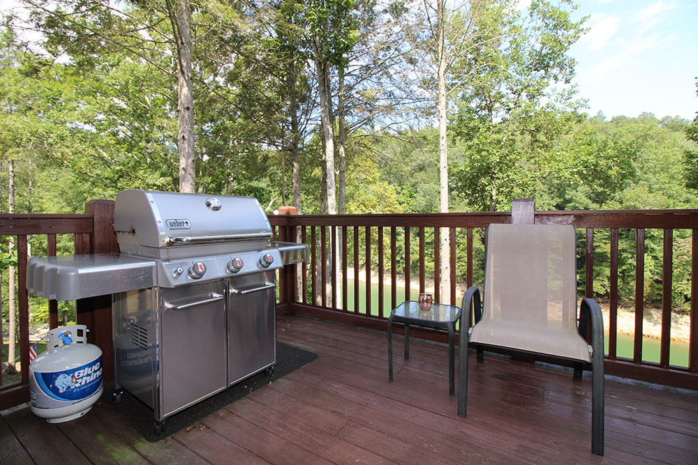 Norris Lake Cabin Rentals | The Cove Lakeside Cabin Grill | Norris Lake Villas