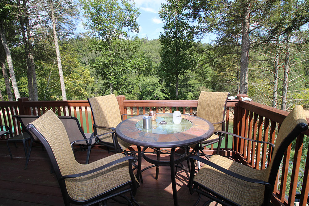 Norris Lake Cabin Rentals | The Cove Lakeside Cabin Upper Deck | Norris Lake Villas
