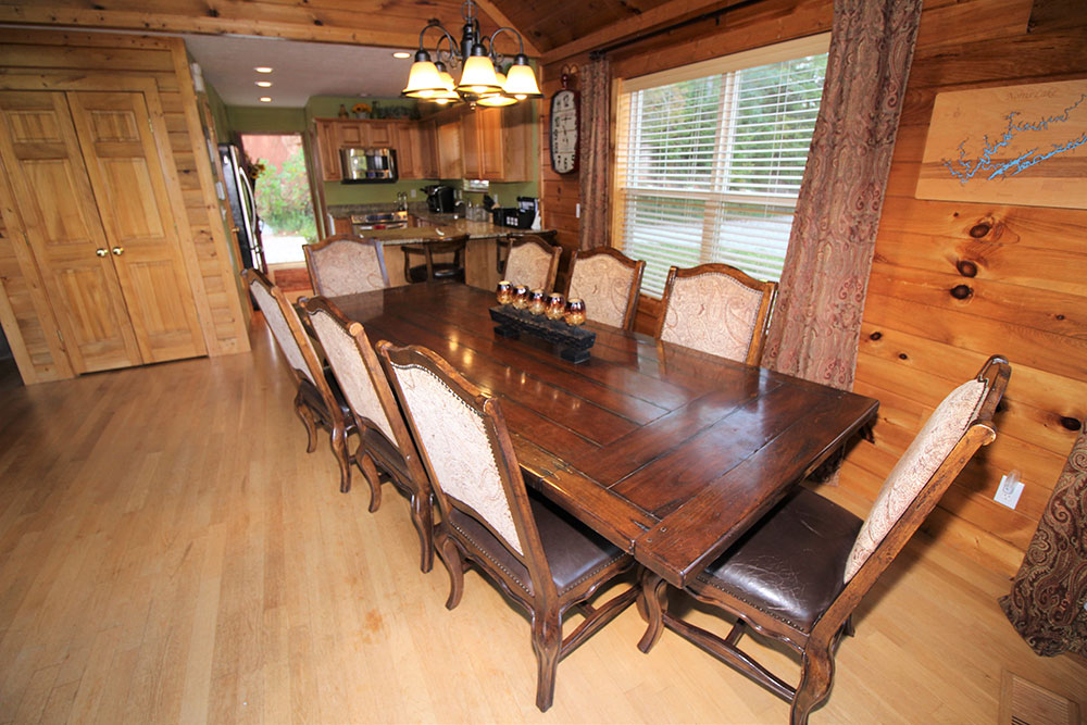 Norris Lake Cabin Rentals | Blue Water Lodge Lakeside Cabin Dining Area | Norris Lake Villas