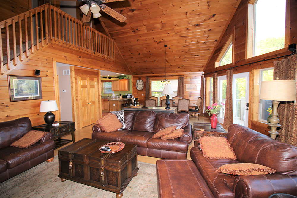 Norris Lake Cabin Rentals | Blue Water Lodge Lakeside Cabin Great Room | Norris Lake Villas
