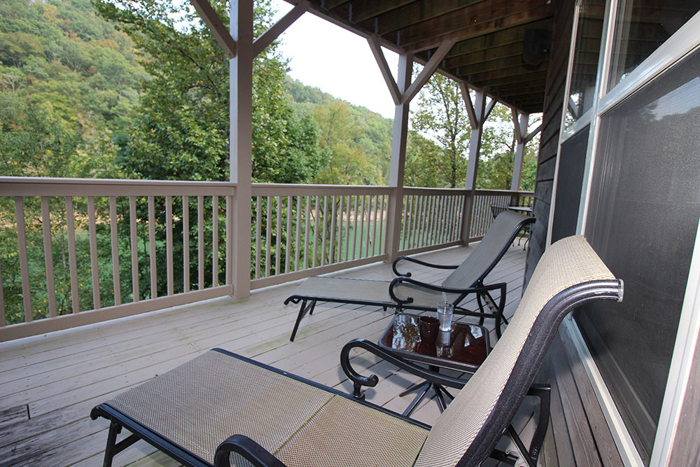 Norris Lake Cabin Rentals | Blue Water Lodge Lakeside Cabin Upper Deck | Norris Lake Villas