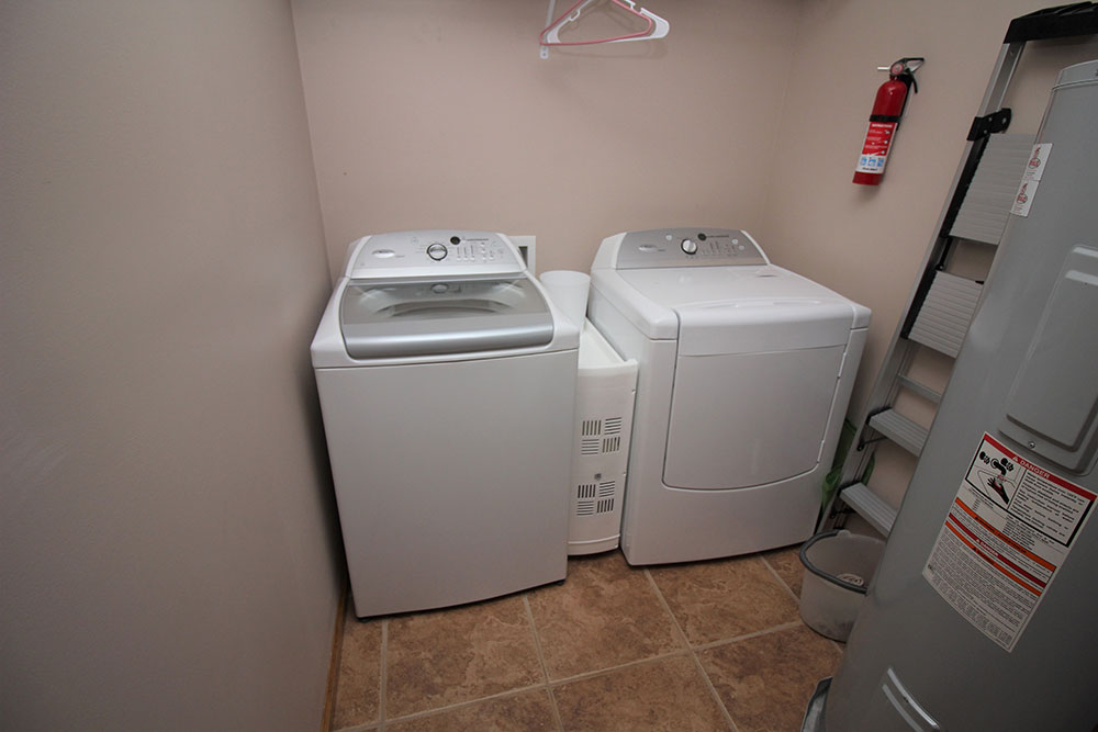 Norris Lake Cabin Rentals | Blue Water Lodge Lakeside Cabin Laundry Room | Norris Lake Villas