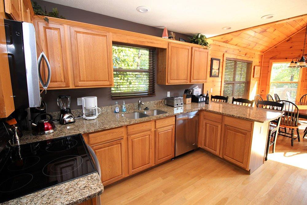 Norris Lake Cabin Rentals | Wildwood Lakeside Cabin Kitchen | Norris Lake Villasv