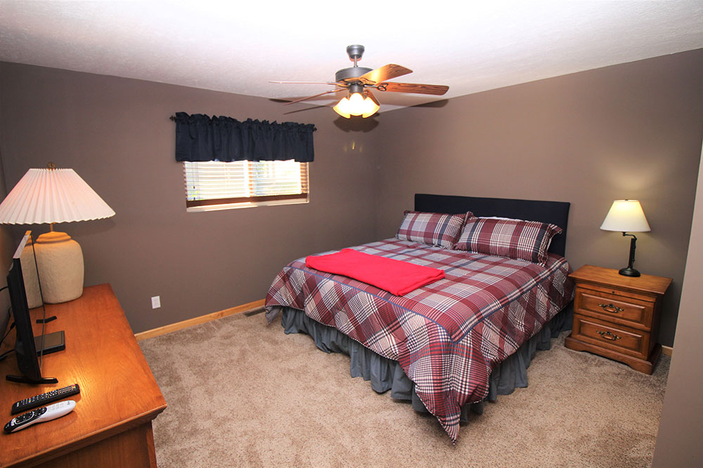 Norris Lake Cabin Rentals | Wildwood Lakeside Cabin Bedroom