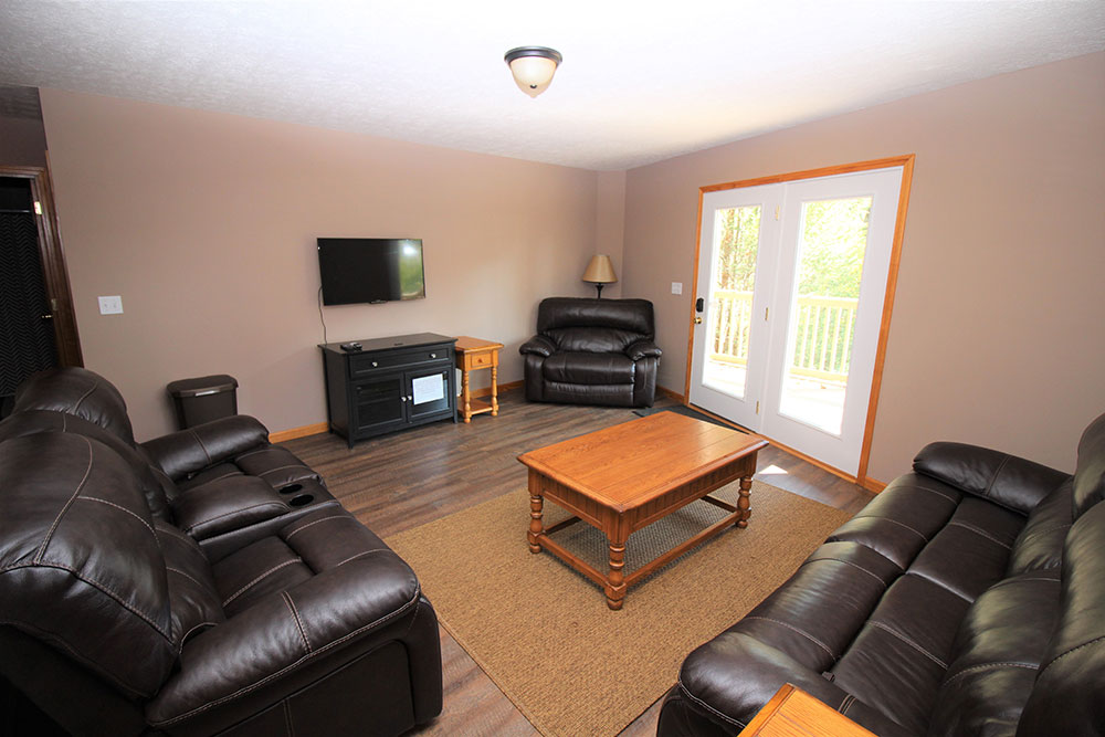 Norris Lake Cabin Rentals | Wildwood Lakeside Cabin Entertainment Room | Norris Lake Villas