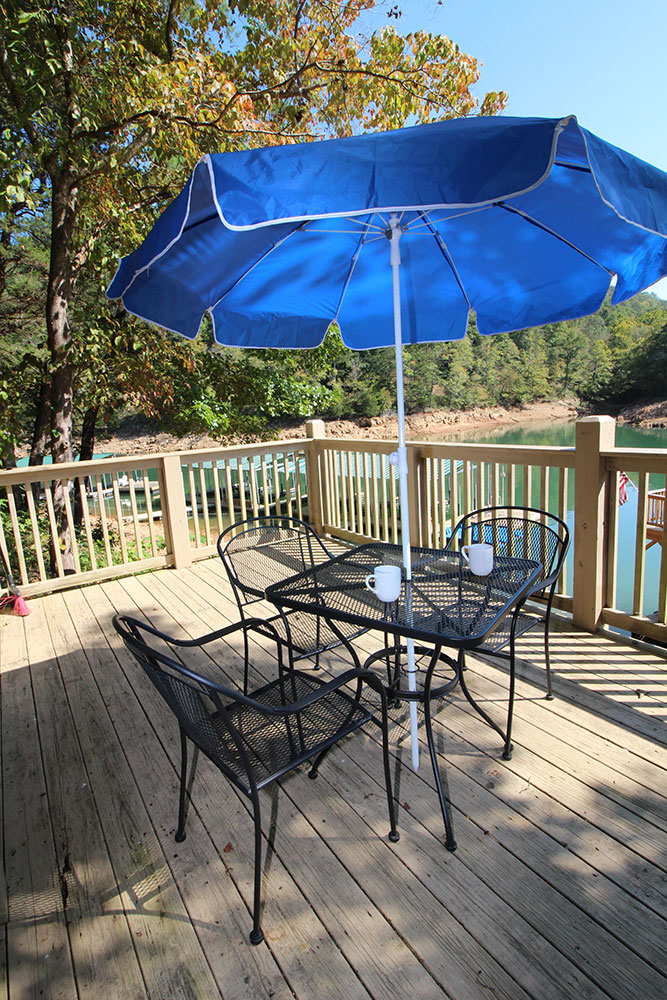 Norris Lake Cabin Rentals | Wildwood Lakeside Cabin Deck | Norris Lake Villas