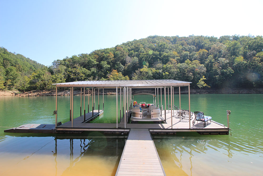 Norris Lake Cabin Rentals | Blue Water Lodge Lakeside Cabin Floating Dock | Norris Lake Villas