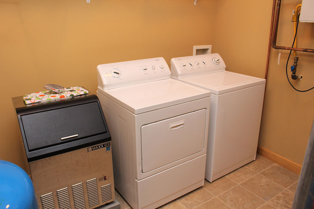 Norris Lake Cabin Rentals | Happy House Lakeside Cabin Laundry | Norris Lake Villas
