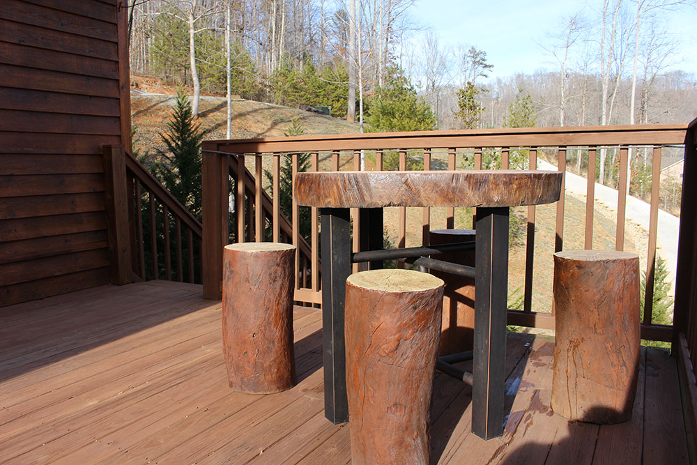 Norris Lake Cabin Rentals | Happy House Lakeside Cabin Deck | Norris Lake Villas