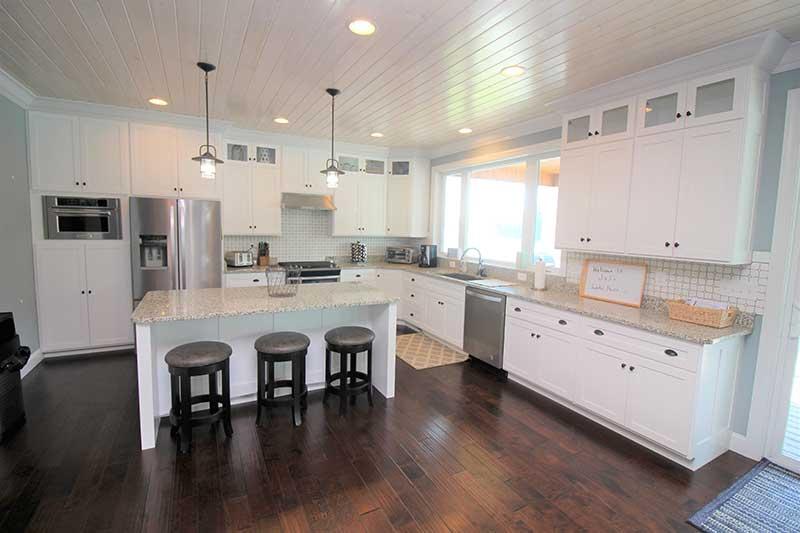 Norris Lake Cabin Rentals | J&J's Getaway Cabin Kitchen | Norris Lake Villas