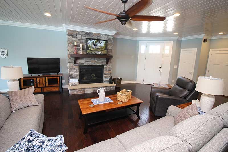 Norris Lake Cabin Rentals | J&J's Getaway Cabin Living Room | Norris Lake Villas
