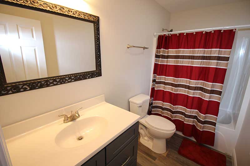 Norris Lake Cabin Rentals | Knot 4 Reel Cabin Bathroom | Norris Lake Villas