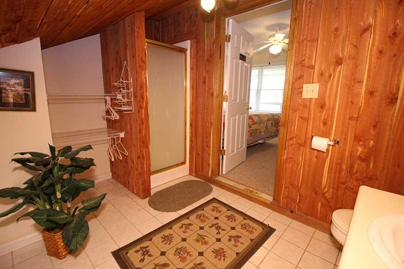 Norris Lake Cabin Rentals   Knot 4 Reel Cabin Bathroom   Norris Lake Villas