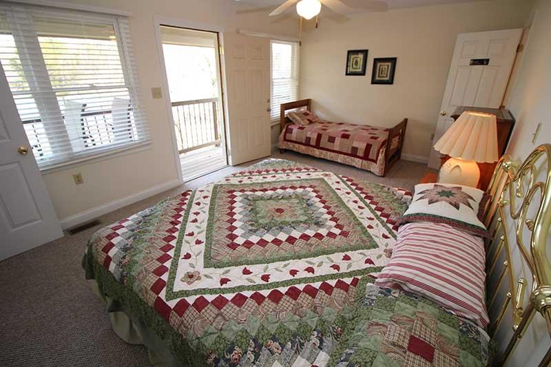 Norris Lake Cabin Rentals   Knot 4 Reel Cabin Bedroom   Norris Lake Villas