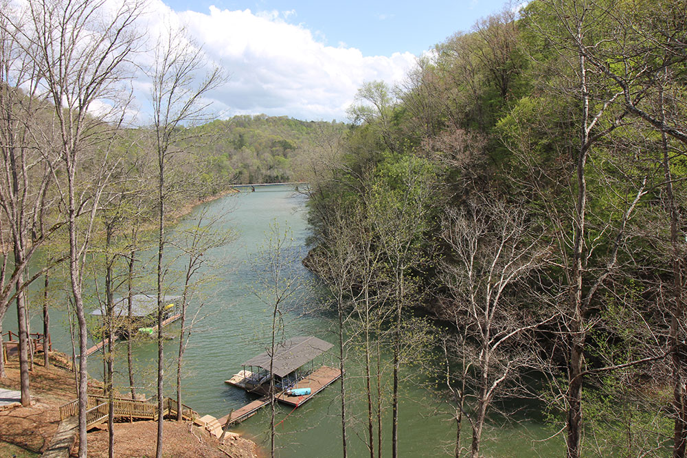 Norris Lake Cabin Rental | Happy House Lakeside Cabin