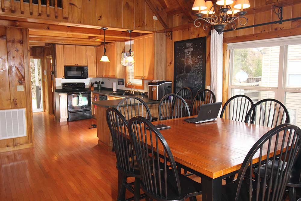 Beautiful Norris Lake House Rental | Bullwinkle Inn - sleeps 16 | Dinning | Norris Lake Villas