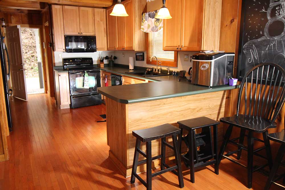 Beautiful Norris Lake House Rental | Bullwinkle Inn - sleeps 16 | Kitchen | Norris Lake Villas