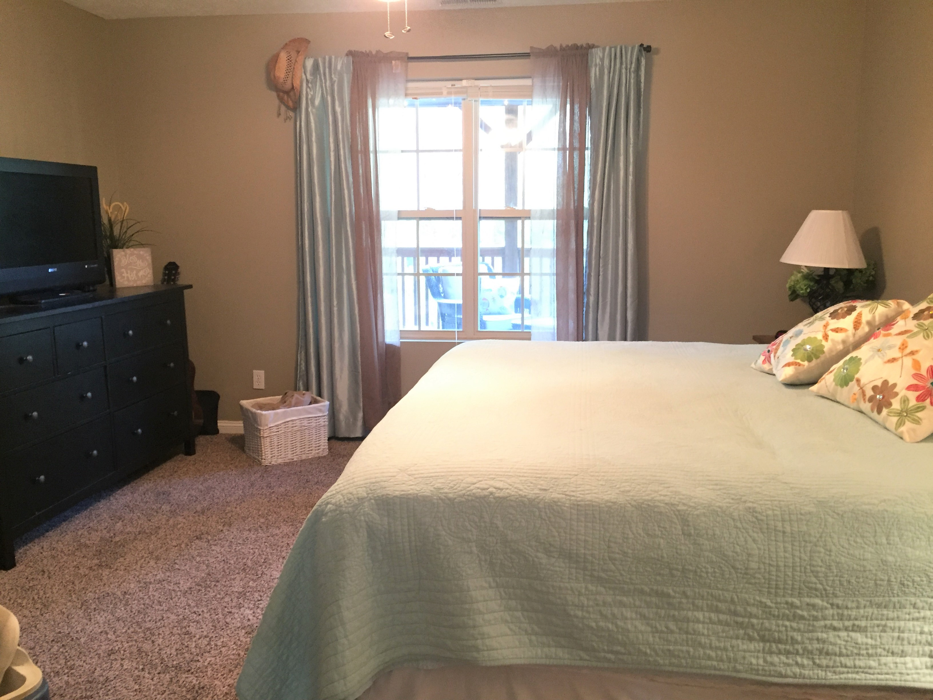 Norris Lake Cabin Rentals | Lakeside Estates Condo Cabin Bedroom | Norris Lake Villas