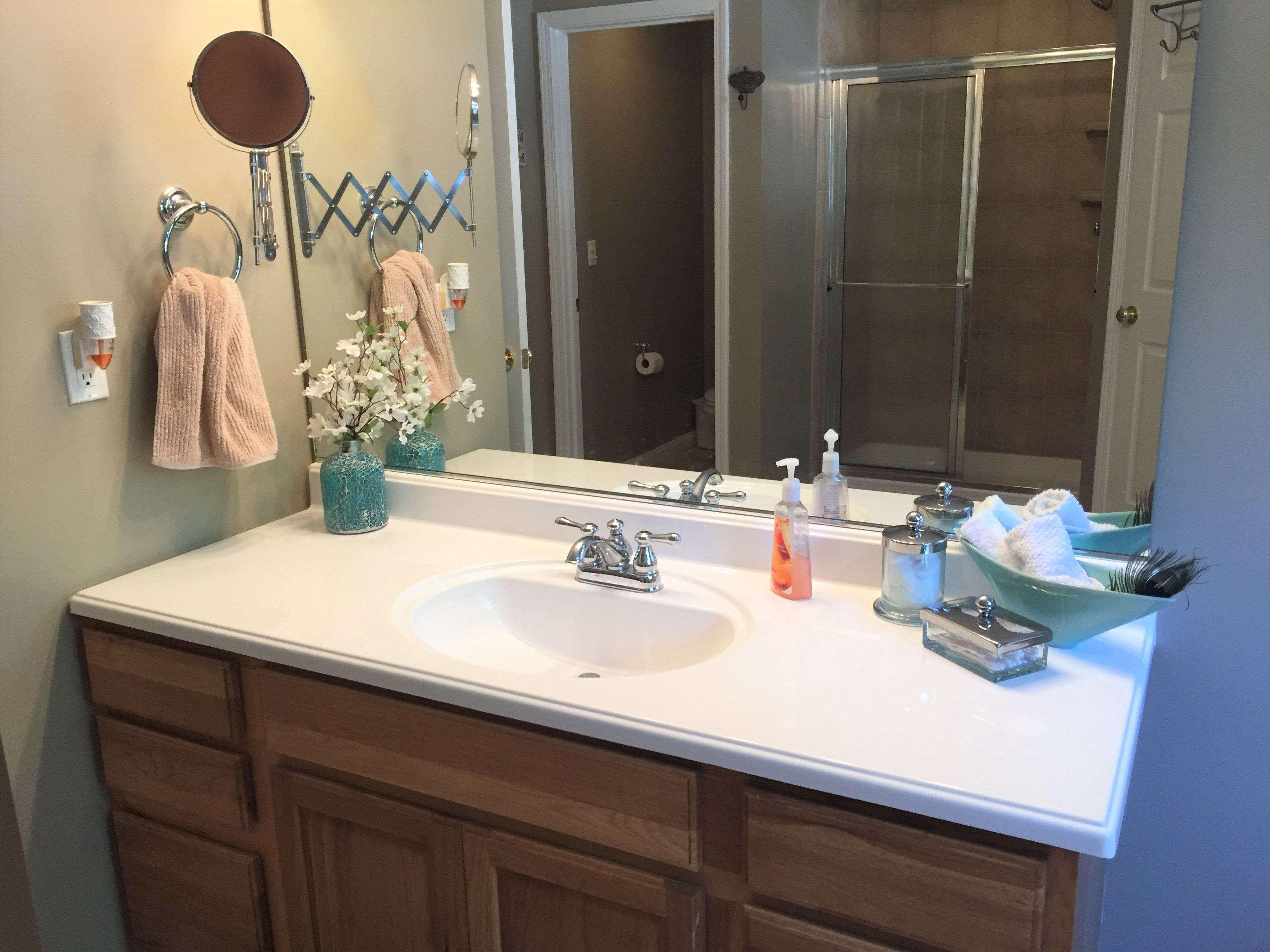 Norris Lake Cabin Rentals | Lakeside Estates Condo Cabin Bathroom | Norris Lake Villas