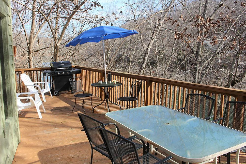 Norris Lake Cabin Rentals | Harmony Hill Lakeside Cabin Upper Deck | Norris Lake Villas