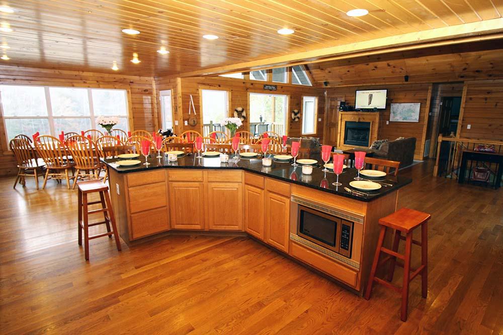 Norris Lake Villas | Norris Lake Cabin Rentals | Big Dipper Lakeside Cabin Dining