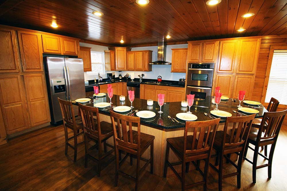 Norris Lake Villas | Norris Lake Cabin Rentals | Big Dipper Lakeside Cabin Dining/Kitchen