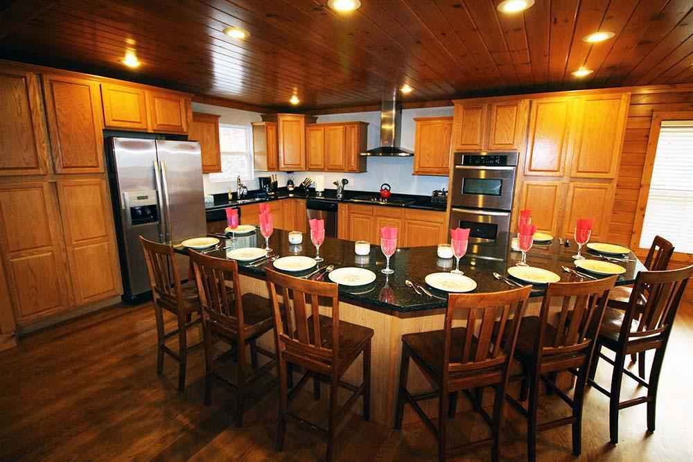 Norris Lake Villas | Norris Lake Cabin Rentals | Big Dipper Lakeside Cabin Dining/Kitchen