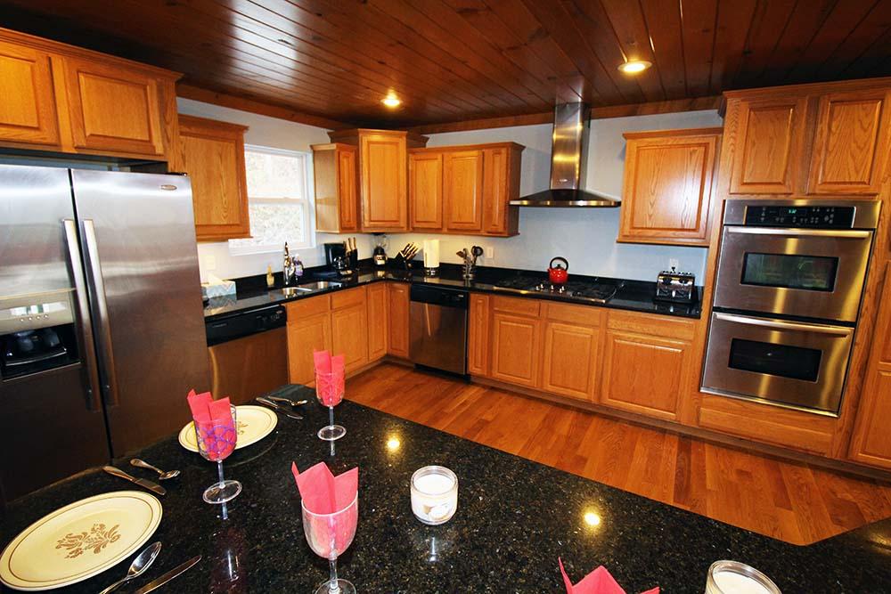 Norris Lake Villas | Norris Lake Cabin Rentals | Big Dipper Lakeside Cabin Kitchen