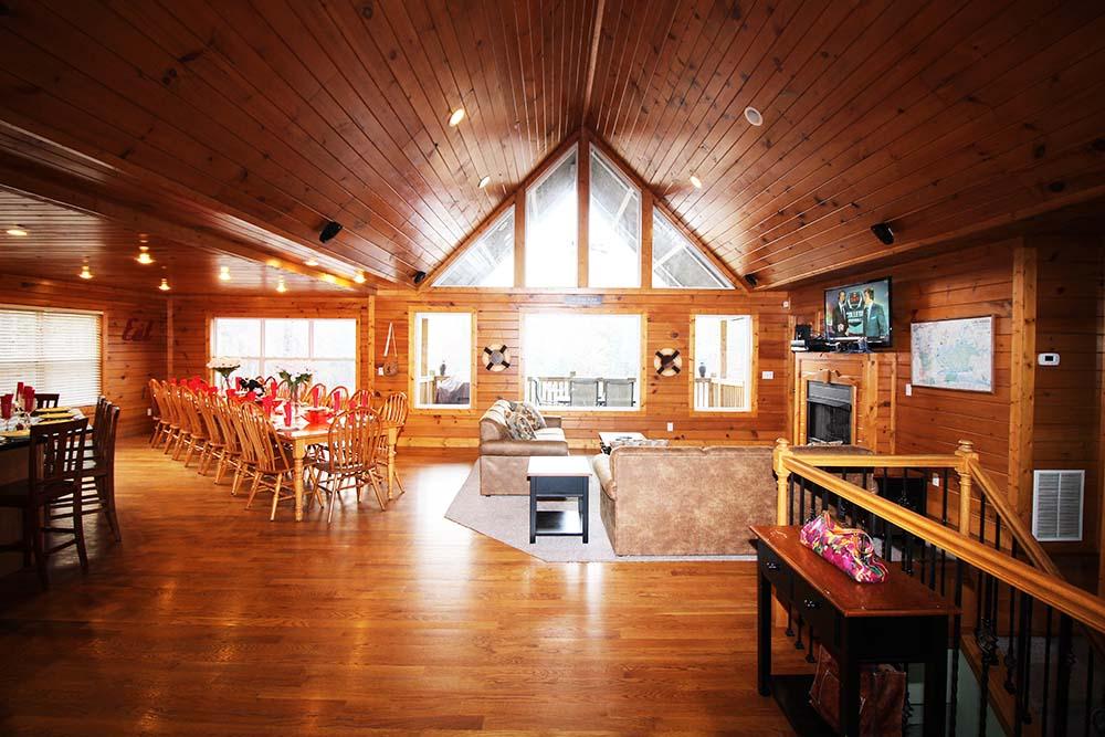 Norris Lake Villas | Norris Lake Cabin Rentals | Big Dipper Lakeside Cabin Great Room