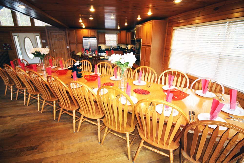 Norris Lake Villas | Norris Lake Cabin Rentals | Big Dipper Lakeside Cabin Dining Room Table