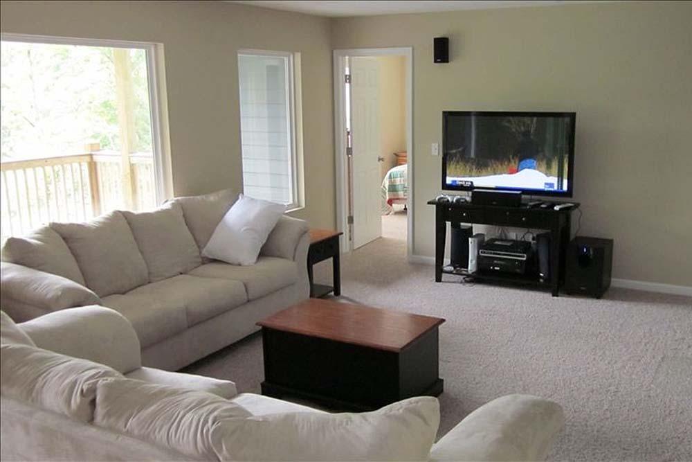 Norris Lake Villas | Norris Lake Cabin Rentals | Big Dipper Lakeside Cabin Entertainment Room