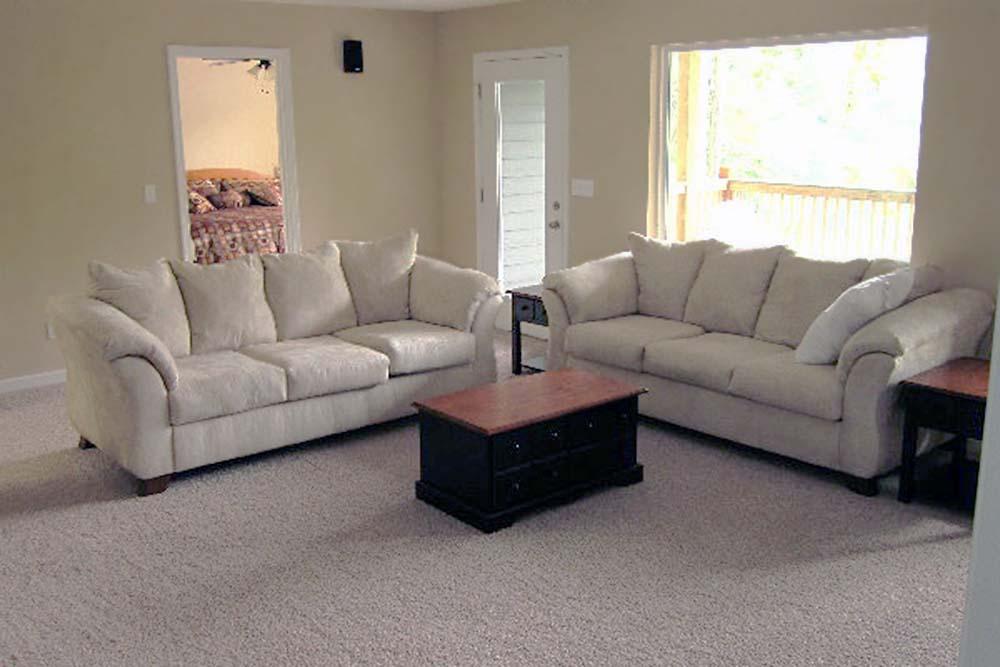 Norris Lake Villas | Norris Lake Cabin Rentals | Big Dipper Lakeside Cabin Living Room