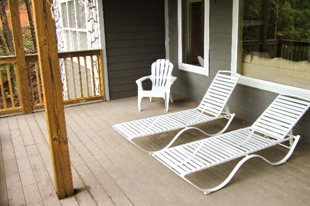Norris Lake Villas | Norris Lake Cabin Rentals | Big Dipper Lakeside Cabin Deck