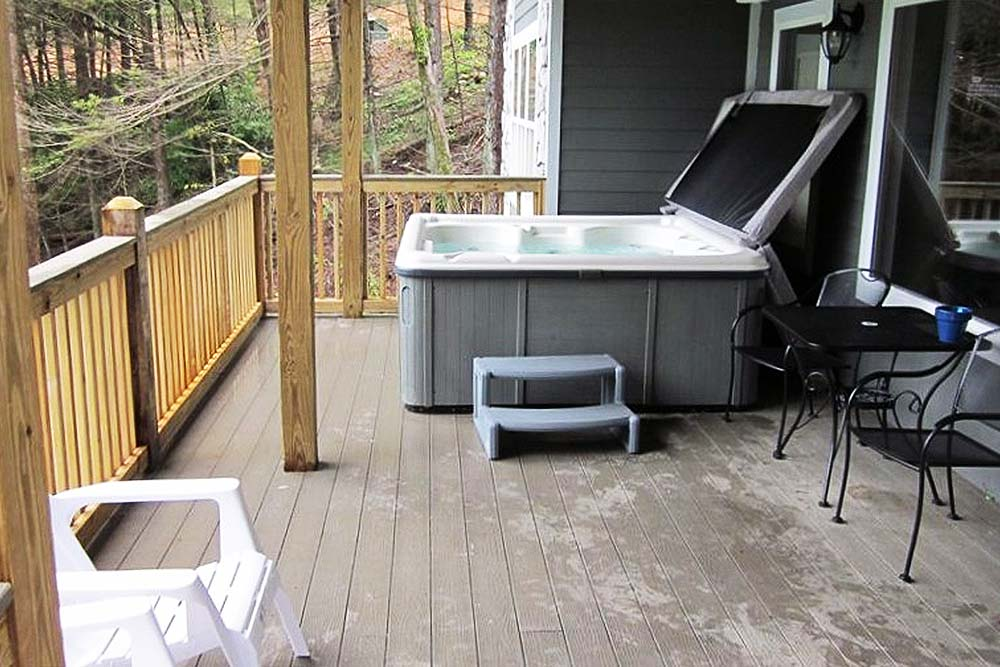 Norris Lake Villas | Norris Lake Cabin Rentals | Big Dipper Lakeside Cabin Hot Tub