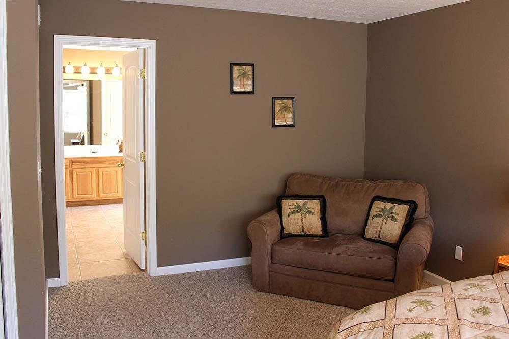 Norris Lake Villas | Norris Lake Cabin Rentals | Cedar Cove Lakeside Cabin Living Room