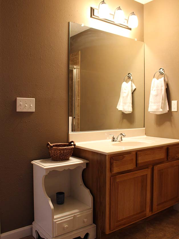 Norris Lake Villas | Norris Lake Cabin Rentals | Cedar Cove Lakeside Bathroom
